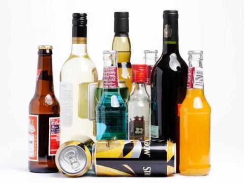 Wie lange verbleibt der Alkohol von Bier , Wein und Schnaps im Blut?