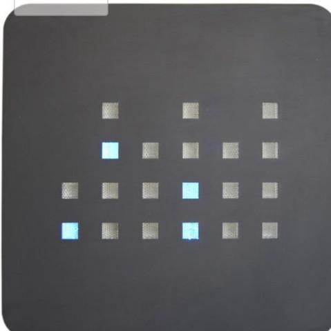 Wie liest man die Zeit an dieser binären Wanduhr ab?