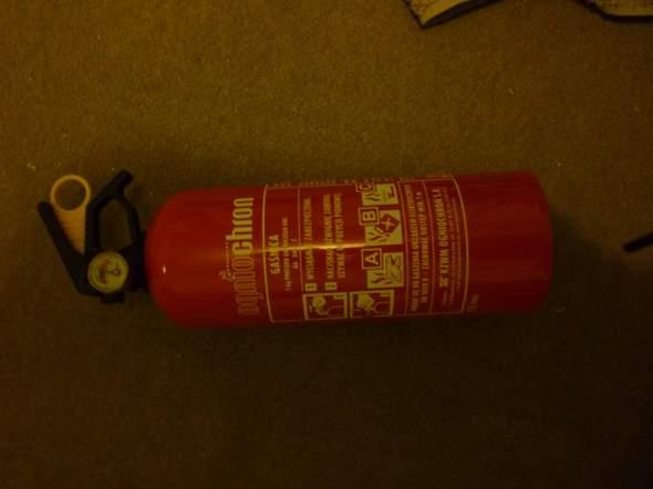 Wie mache ich einen Auto-Feuerlöscher drucklos?