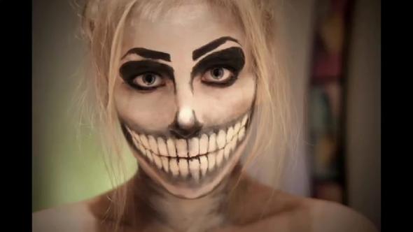 wie macht man zu halloween so ein mund make up siehe bild youtube beauty party. Black Bedroom Furniture Sets. Home Design Ideas