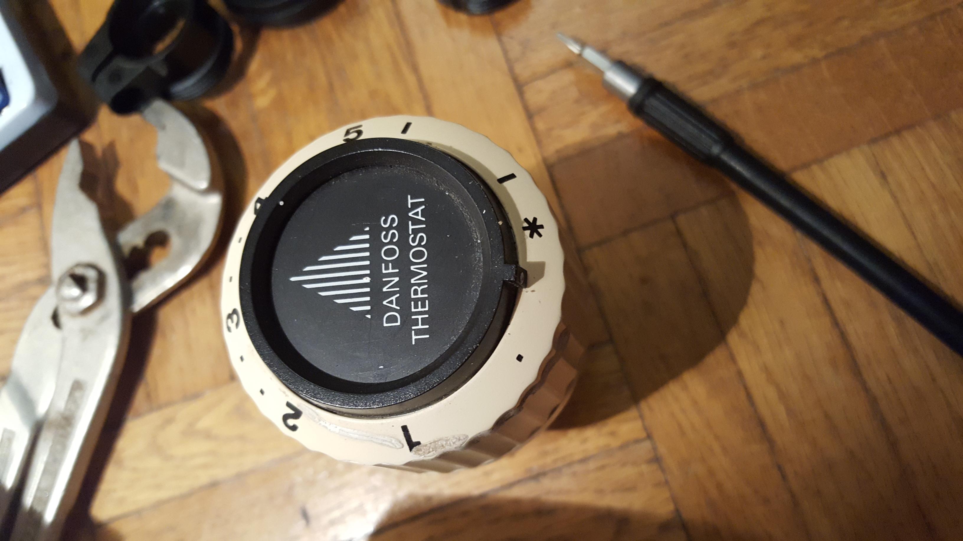 wie montiert man einen comet dect thermostat smart home danfoss. Black Bedroom Furniture Sets. Home Design Ideas