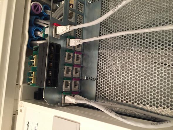 Wie muss ich die Kabel in dem Kasten verbinden? (PC, Internet ...