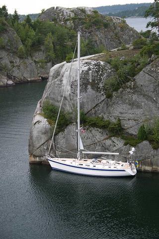Wie nennt man am Segelboot die Querstange am Mast über die Drähte ...