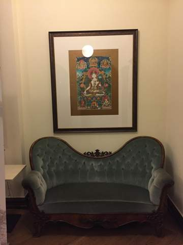 Wie nennt man den Stil / die Epoche dieses Sofas?