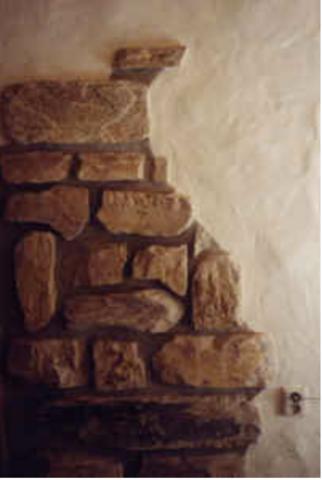 wie nennt man die weiße wand neben den steinen? (Wohnzimmer)