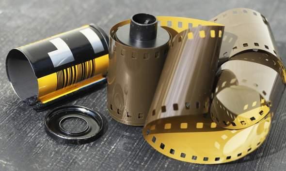 Wie nennt man die Produzenten von analogen Filmen (negative/positive)?
