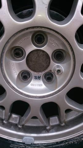 Auf der Hinterachse ist der Deckel drauf - (Auto, VW, Reifen)