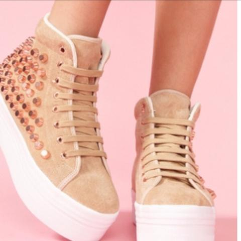 82ee66b7f6308f Wie nennt man Schuhe mit nem Durchgehendem Absatz  (Siehe Foto ...