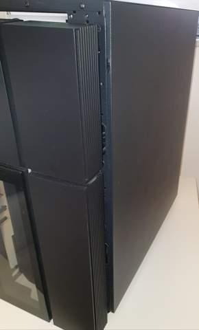 Wie öffne ich die hintere Seite vom PC gehäuse?