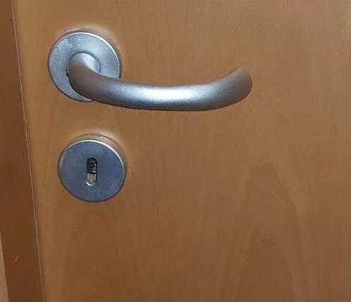 Wie öffne ich meine Zimmertür ohne Schlüssel?