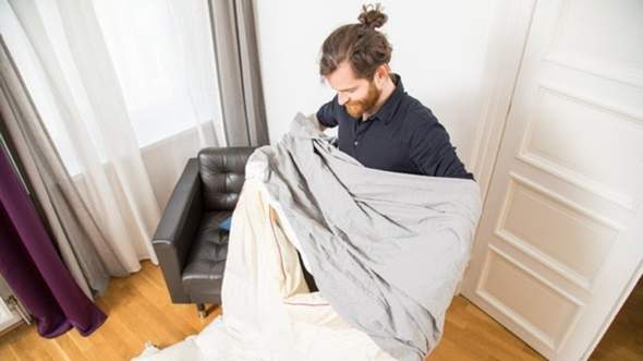 - (Haushalt, Hygiene, Bett)