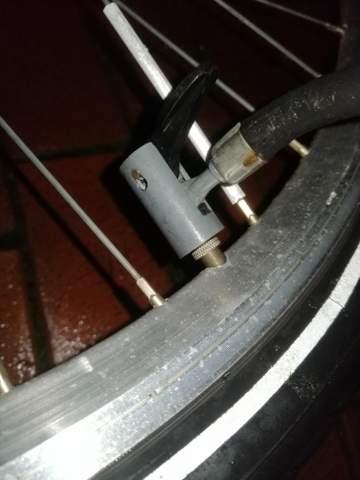 Wie pumpe ich den Reifen auf?