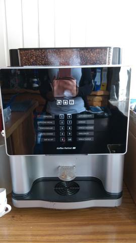 wie schaltet man diese Kaffeemaschine an?