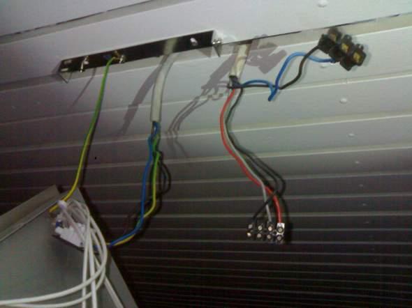 wie schliesse ich an diese kabel eine lampe an strom elektro anschlie en. Black Bedroom Furniture Sets. Home Design Ideas