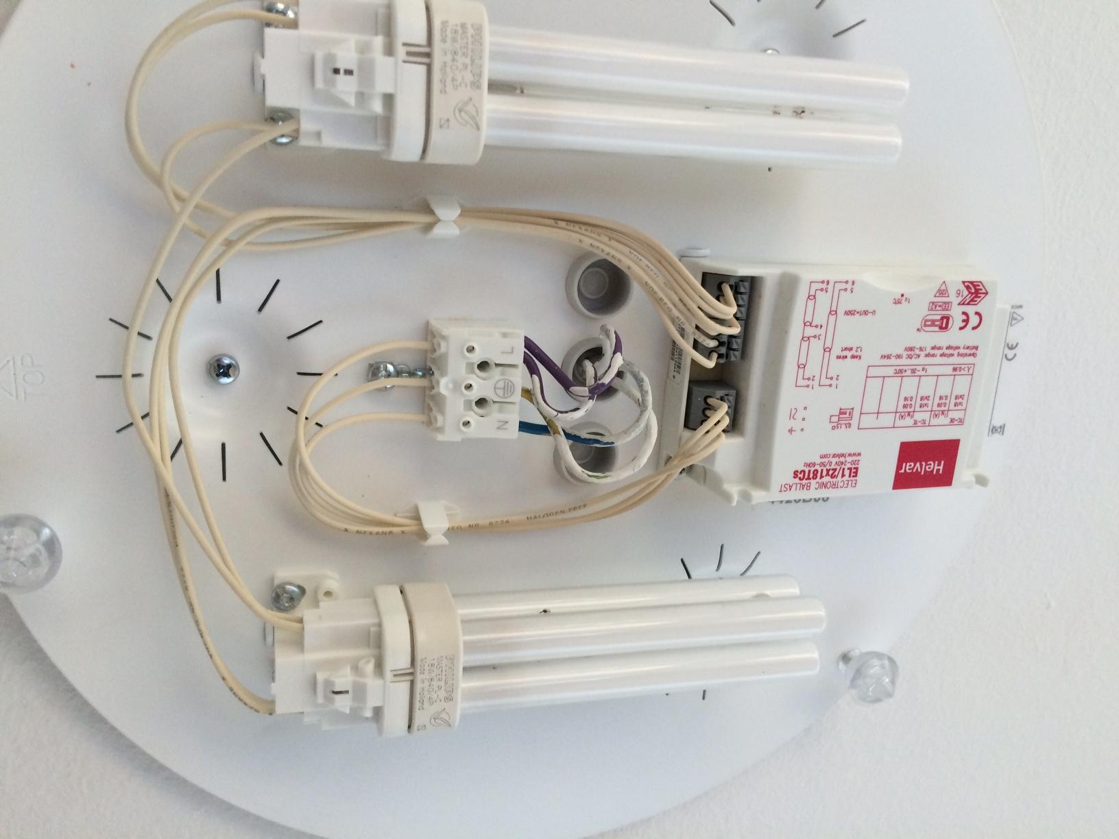 wie schlie e ich diese lampe an 4 kabel kommen aus decke. Black Bedroom Furniture Sets. Home Design Ideas