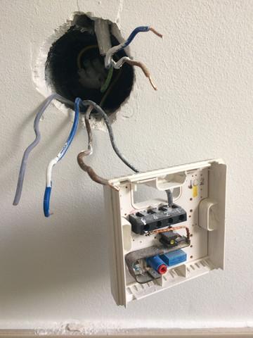 wie schliesse ich einen elektr rolladenmotor an ein thermostat vorhandenes kabel an. Black Bedroom Furniture Sets. Home Design Ideas