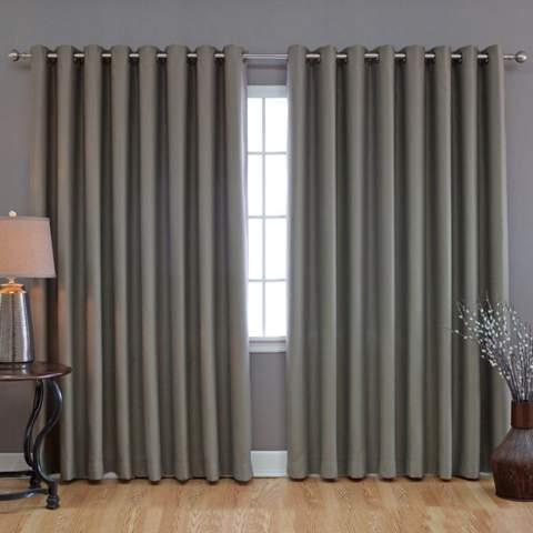Wie stark bremst ein Vorhang ein aus der Verankerung fallendes Fenster ab?