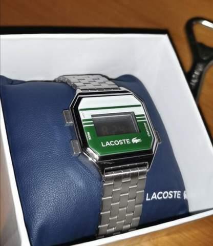 Wie stellt man diese Uhr?