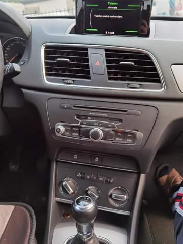 Wie Telefon, Bluetooth, Navigation oder automatische Heckklappe freischalten bei einem Audi Q3 U8 (Baujahr 2012)?