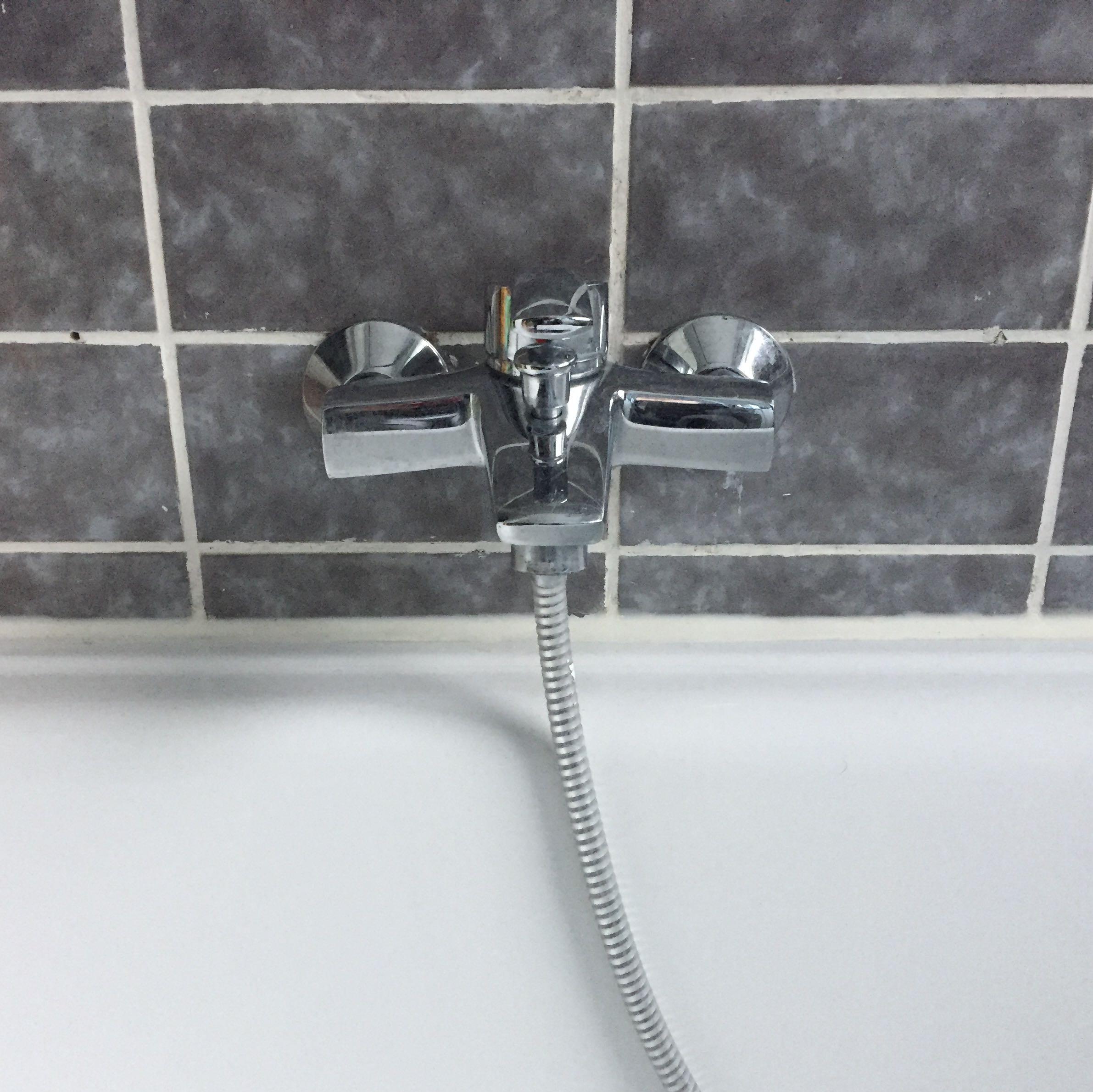 wie tief sind wasserleitungen verlegt badezimmer bohren armatur. Black Bedroom Furniture Sets. Home Design Ideas