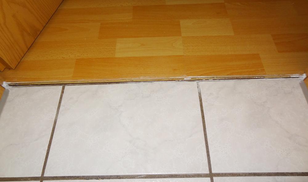 Fußboden Fliesen Oder Laminat ~ Wie türschwellen ritze zwischen fliesen und lamiat verschließen