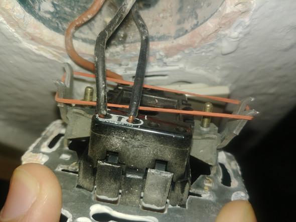 Wie verbinde ich diese Kabel aus diesem lichtschalter mit diesem ...