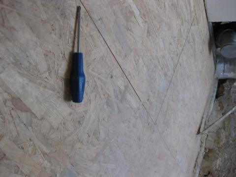 Wie verlegt man fliesen auf grobspanplatten handwerker diy beton - Fliesen auf beton aussenbereich ...