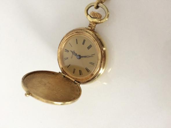Wie viel ist diese 585 gold taschenuhr wert?