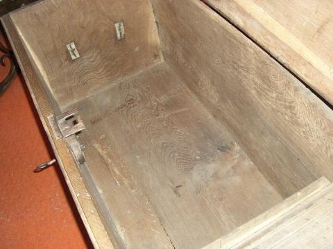 wie viel ist diese holztruhe von 1857 wert und wo kann ich sie verkaufen sammeln antiquit ten. Black Bedroom Furniture Sets. Home Design Ideas