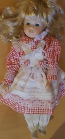 Wie viel ist diese Puppe Wert (Porzellan)?