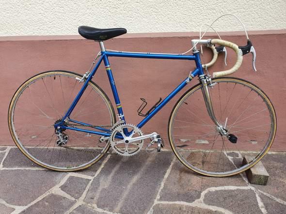 Wie viel ist dieses alte Rennrad ungefähr wert (Campagnolo Record)?