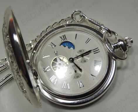 Wie viel ist eine mechanische Taschenuhr mit kleiner Sekunde,24h Anzeige und Tag-Nacht-Anzeige ungefähr wert?Bzw. wie viel kosten solche Uhren neuwertig?