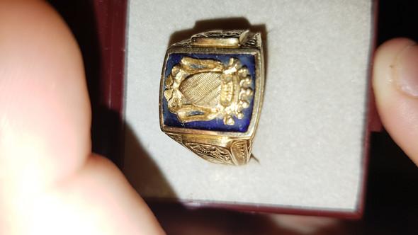 wie viel ist mein ring wert den ich bekommen habe alt gold. Black Bedroom Furniture Sets. Home Design Ideas
