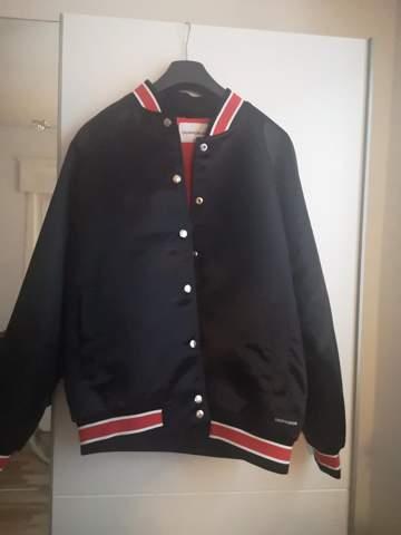 Wie viel kostet die Jacke?