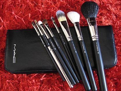 wie viel kostet so ein pinsel set von m a c beauty make up. Black Bedroom Furniture Sets. Home Design Ideas