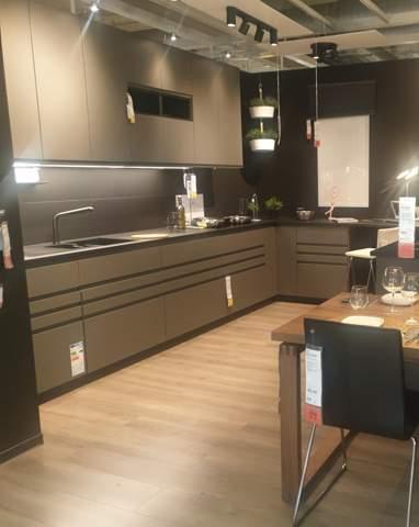 Wie viel kostet so eine Küche bei Ikea mit alles drinne?