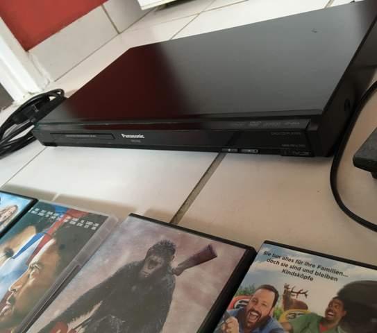 Wie viel würdet ihr für diesen DVD Player + diese DVD Sammlung  verlangen?