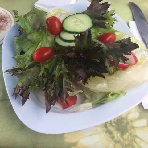 Wie Viele Kalorien Hat Dieser Salat Der Unten Im Bild Zu Sehen Ist