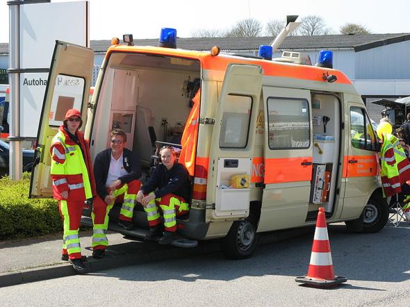 Wie viele Leute braucht es, damit ein Krankenwagen ausrücken kann?