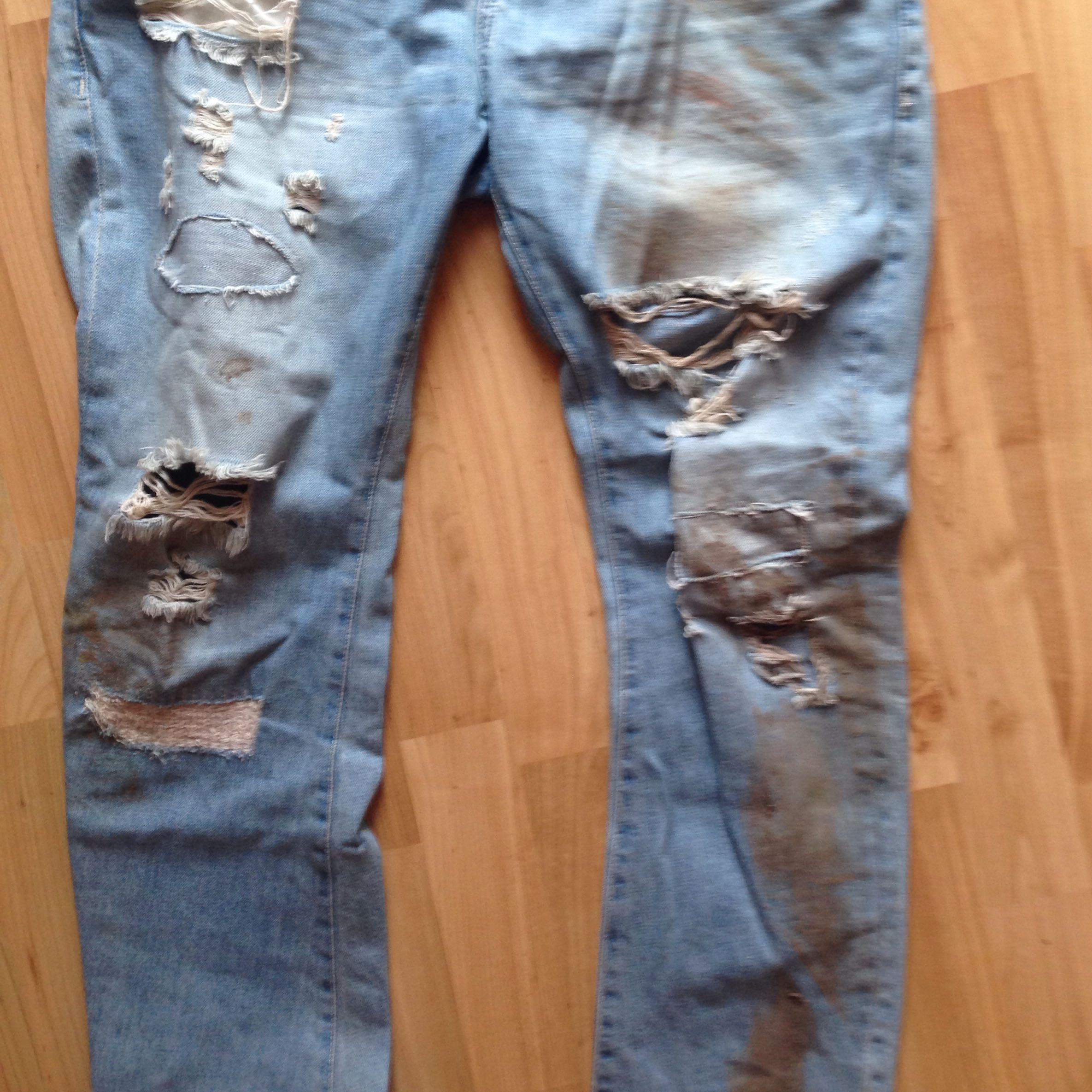 wie wasche ich eine stark verschmutzte jeans waschen. Black Bedroom Furniture Sets. Home Design Ideas