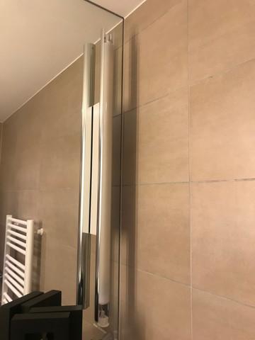 Wie wechsel ich die Leuchtstoffröhre bei Elsco Spiegelleuchte?