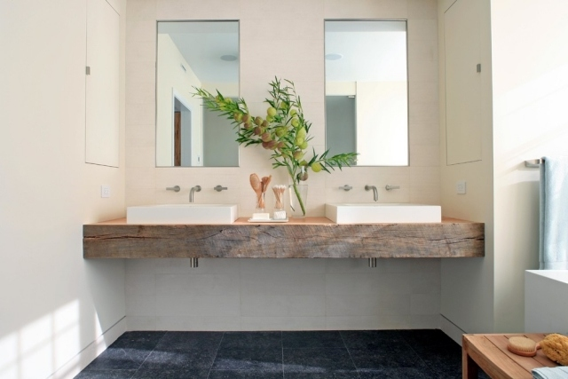 Einen Waschtisch können Sie auch aus einem einfachen Holzbalken gestalten