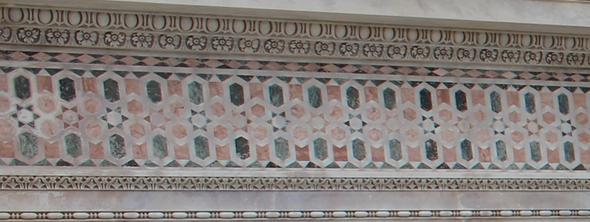 Über der Eingangstür des Schiefen Turmes von Pisa - (Farbe, Handwerk, malen)