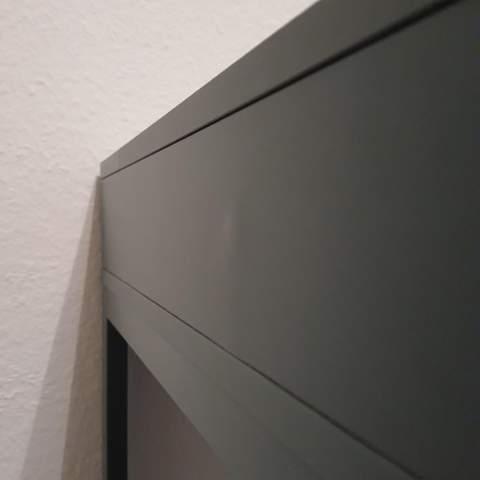 Wie Wölbungen auf einer lackierten Holzplatte entfernen?