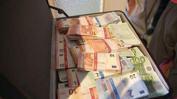 - (Geld, Leben, Familie)