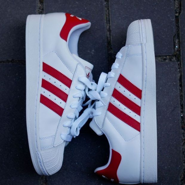 hot schwarz adidas schuhe with rot stripes 97c35 b9e31