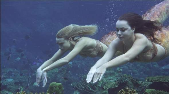 Wie wurde das schnelle schwimmen der Meerjungfrauen bei H2O Plötzlich Meerjungfrau und bei Mako einfach Meerjungfrau gedreht?