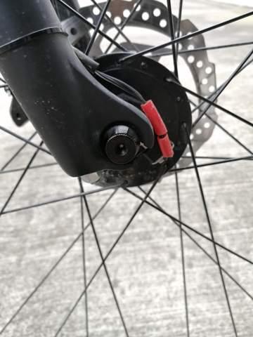 Wie ziehe ich den Vorderreifen an meinem Fahrrad nach?