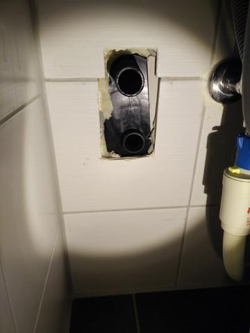 wieso hab ich zwei abfl sse f r die waschmaschine im bad abfluss. Black Bedroom Furniture Sets. Home Design Ideas