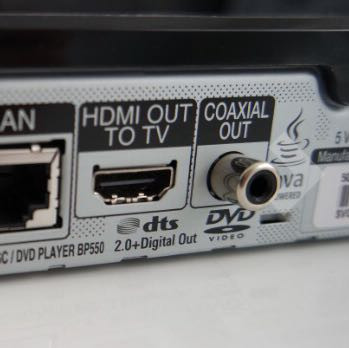 Rechts ist der Audioausgang abgebildet m - (Fernseher, Bluray, Blu-Ray Player)